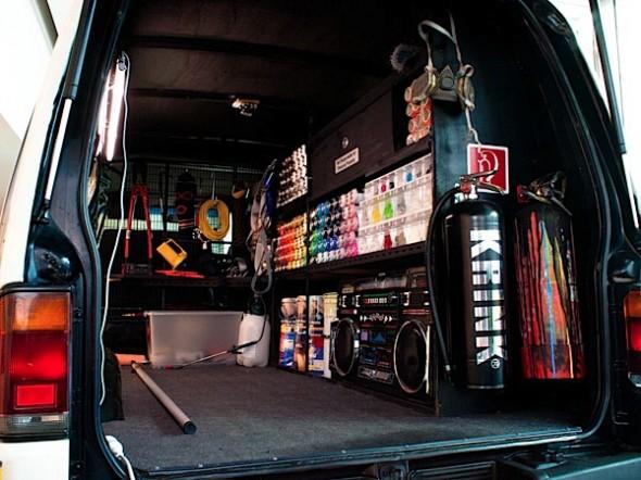 Graff-Mobile-street-art-03-590x442