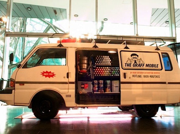 Graff-Mobile-street-art-05-590x442