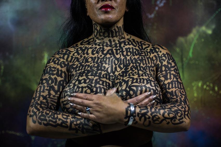Bodypainting kalligrafie-art