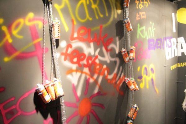 Spray abierto a pie de graffiti