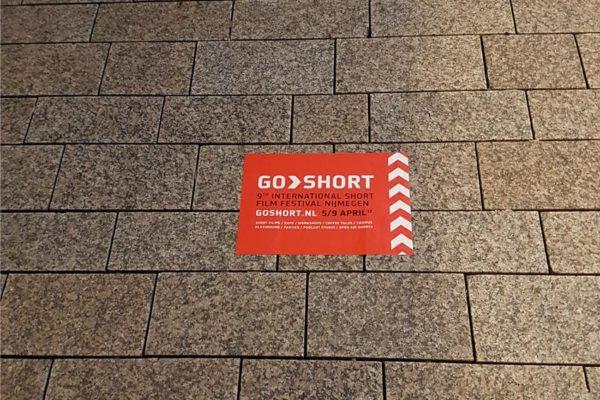 Straatsticker campagne GoShort