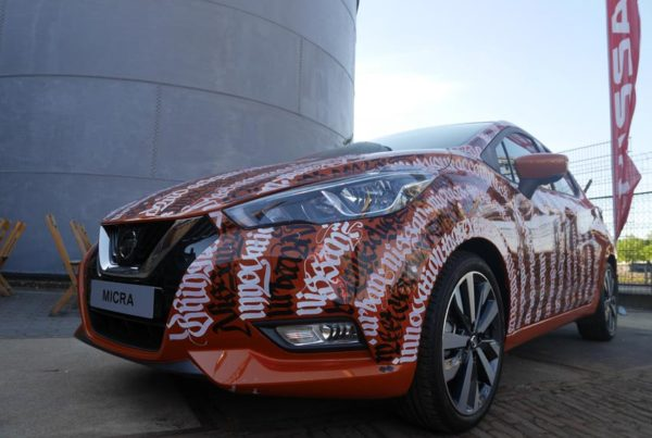 Live-painting Nissan