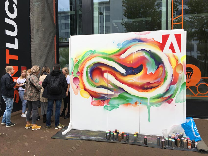 Live-painting Adobe