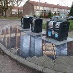 Eine 3D-Straßenmalerei um Abfallbehälter