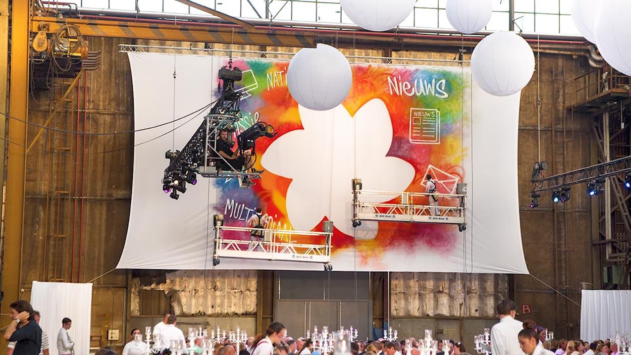 Pintura en vivo durante un evento corporativo.