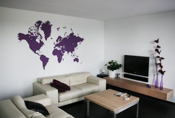 Wand lila Weltkarte
