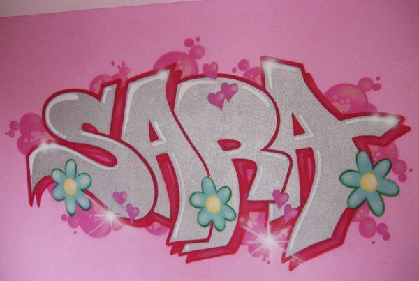غرفة الكتابة على الجدران سارة