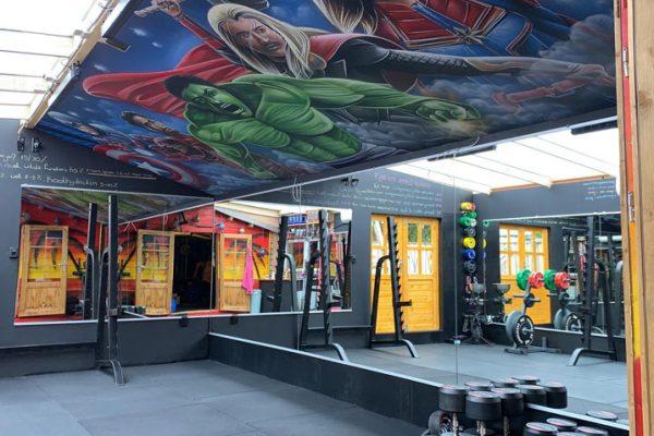 Pintura de techo de superhéroe